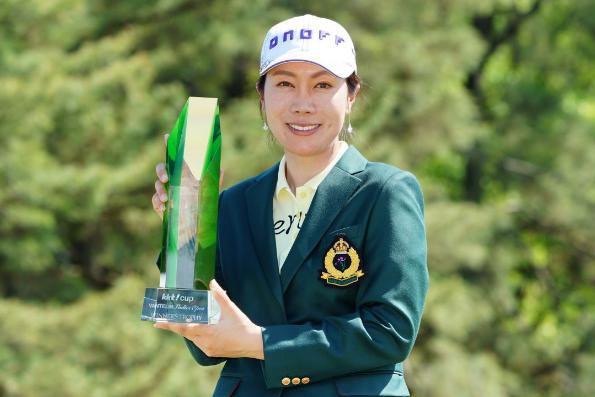 LPGAツアー 優勝 女子 ゴルフ ツアー ゴルフ 女子トーナメント 李知姫 熊本空港カントリークラブ 熊本 ゴルフ場